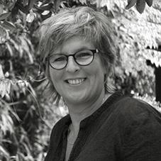 Marian van Roozendaal studio MVR, grafisch ontwerpbureau in Amersfoort Utrecht voor vormgeving, DTP en projectmanagement. Voor creatieve huisstijlen, magazines, jaarverslagen, brochures, flyers, folders, drukwerk, webdesign